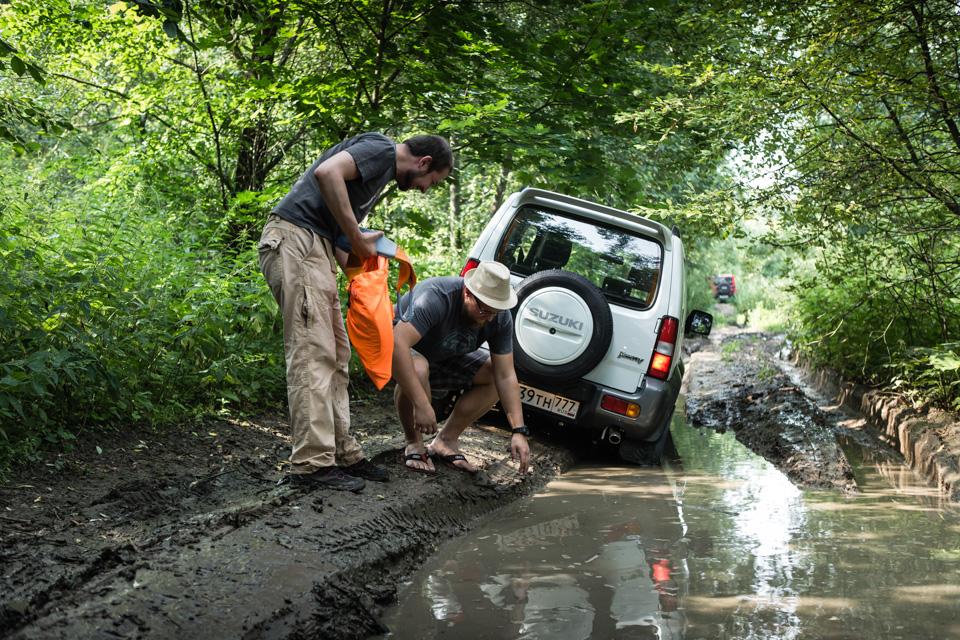 Неочень одухотворенные приключения Suzuki Jimny иJeep Wrangler набездорожье. Фото 9