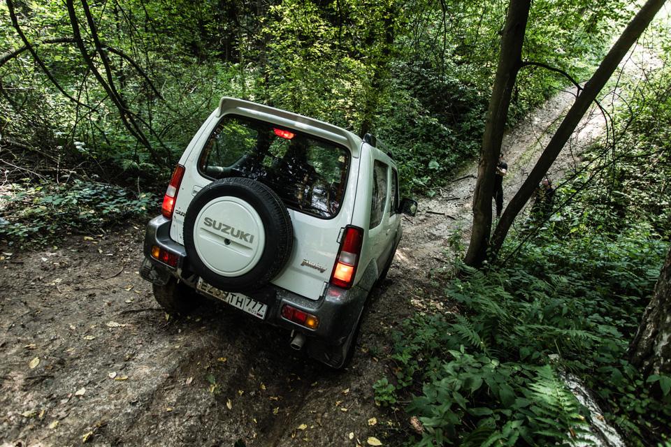 Неочень одухотворенные приключения Suzuki Jimny иJeep Wrangler набездорожье. Фото 15