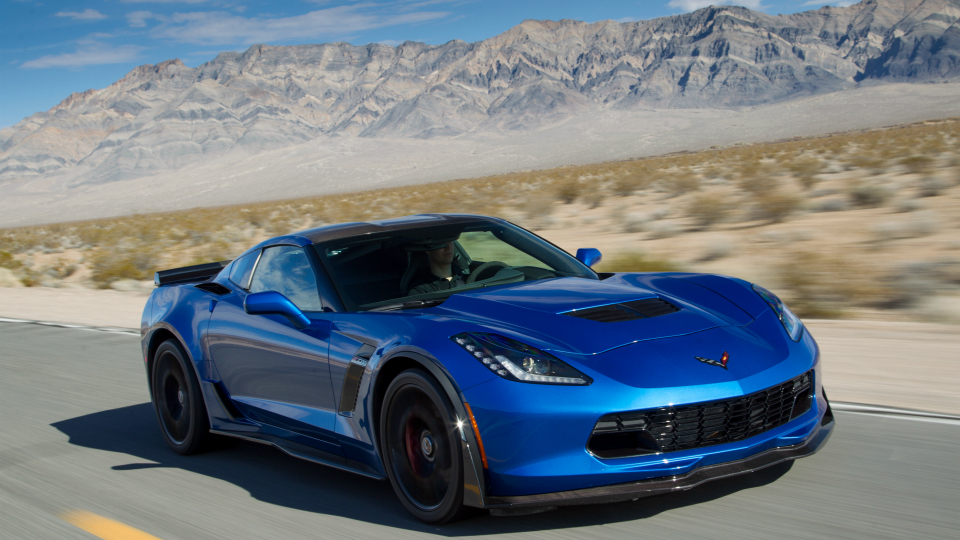 Мошенник изСША заставил женщин купить ему Corvette иLamborghini