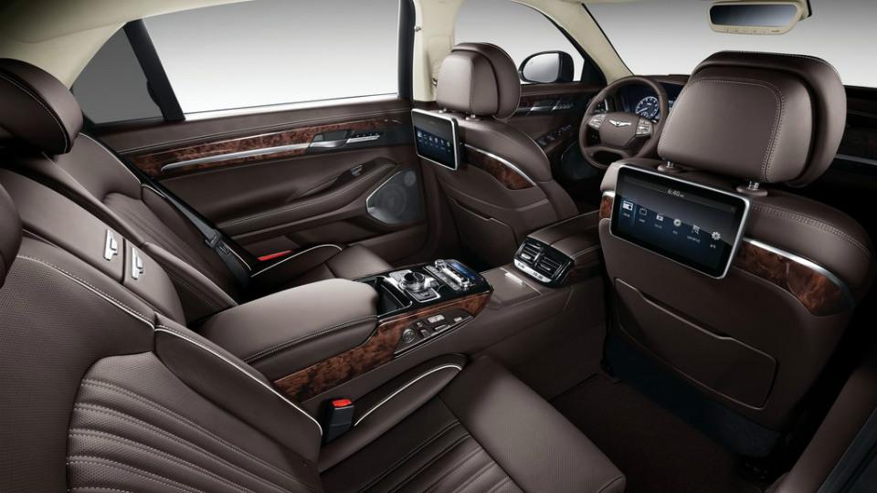 ВРоссии начались продажи большого седана Genesis G90. Фото 2