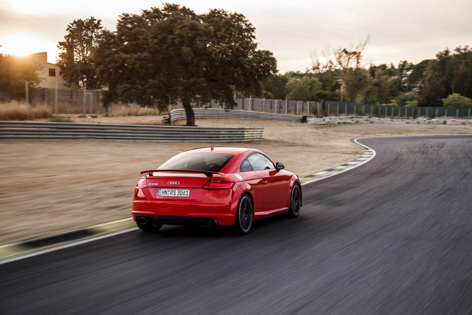 Тест-драйв самой доступной модели Audi, выезжающей изчетырех секунд. Фото 5