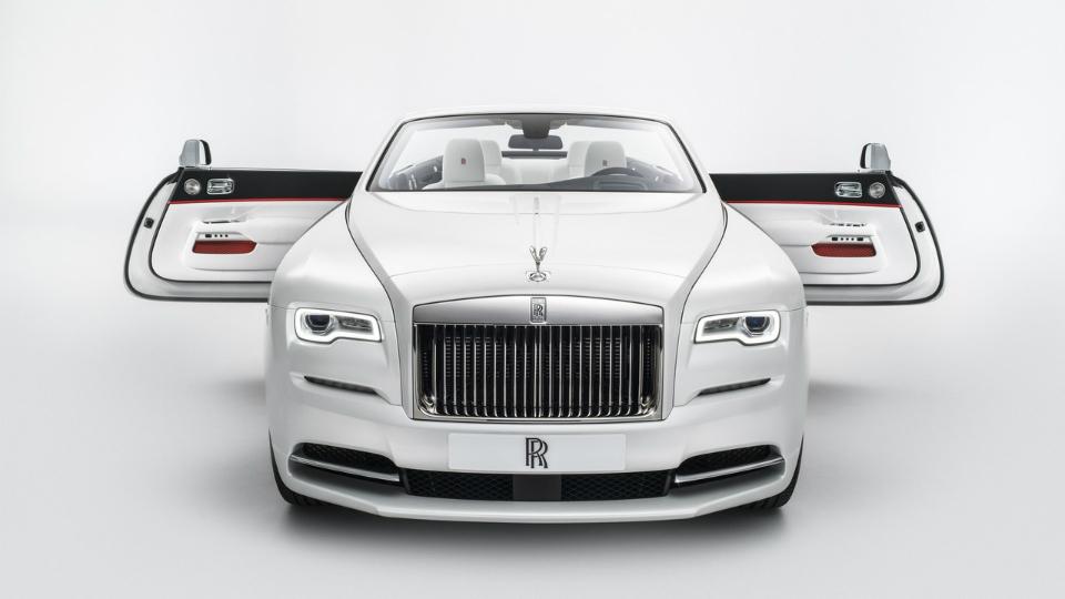Rolls-Royce представил Dawn сразноцветными крышами