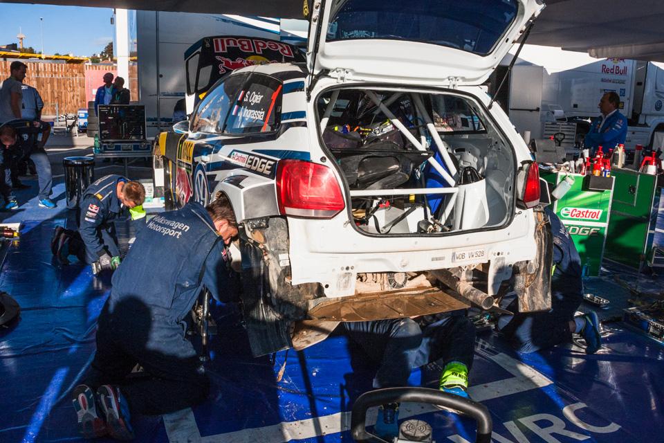 Как механики WRC собирают изодной раллийной машины другую за75 минут. Фото 4