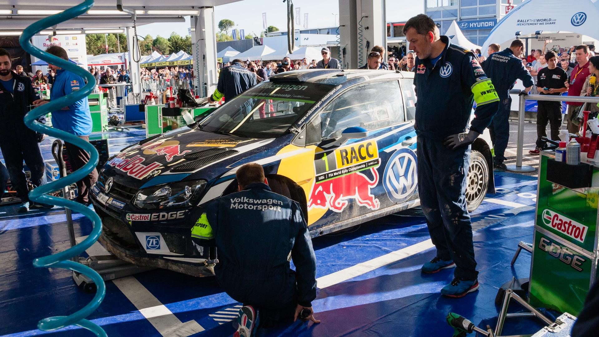 Как механики WRC собирают изодной раллийной машины другую за75 минут. Фото 2