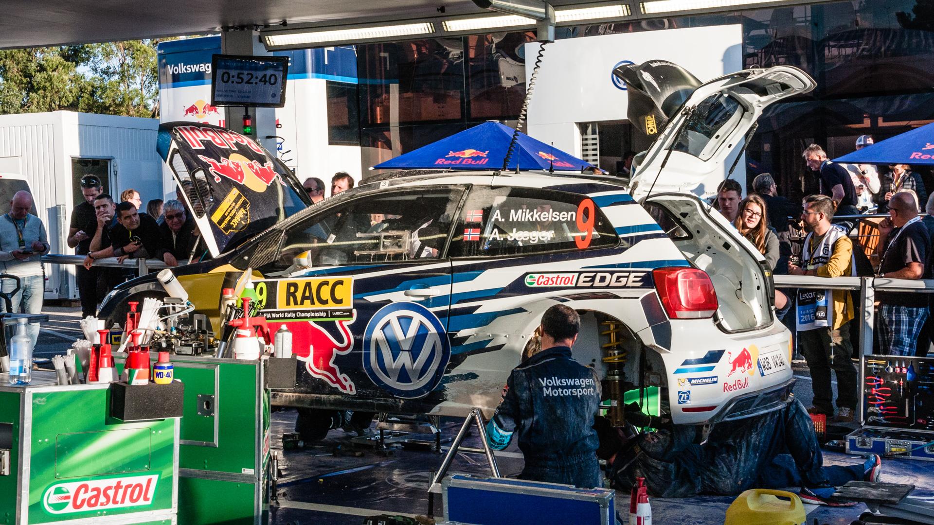 Как механики WRC собирают изодной раллийной машины другую за75 минут. Фото 14