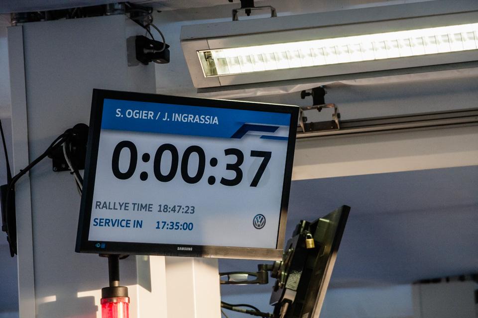 Как механики WRC собирают изодной раллийной машины другую за75 минут. Фото 18