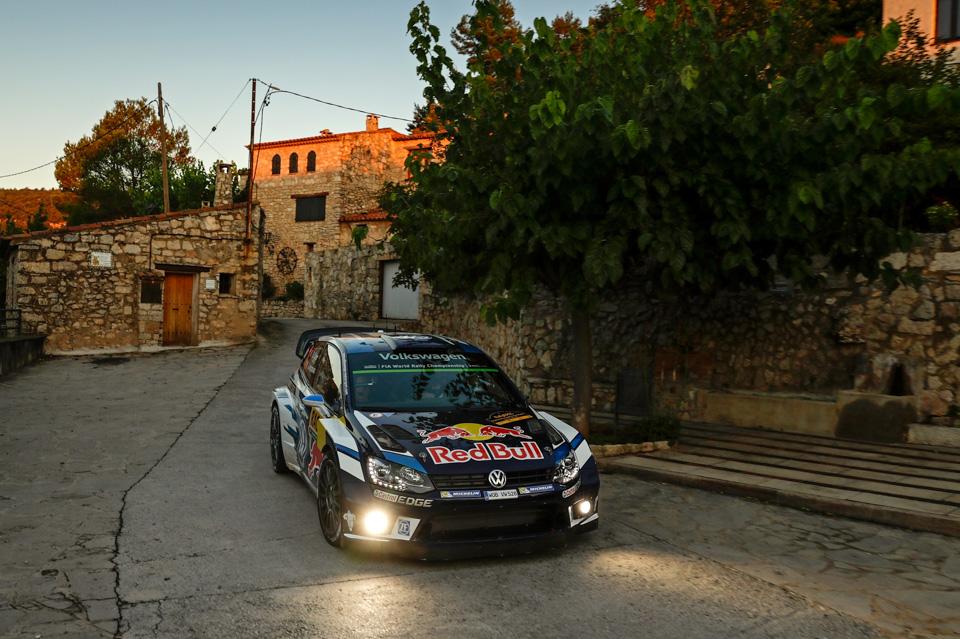 Как механики WRC собирают изодной раллийной машины другую за75 минут