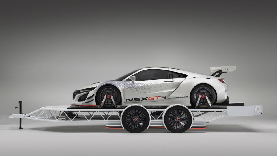 Acura построила «спортивный» трейлер для суперкара NSX GT3