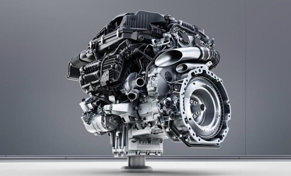 Улучшенный Mercedes S-Class появится в РФ будущей осенью