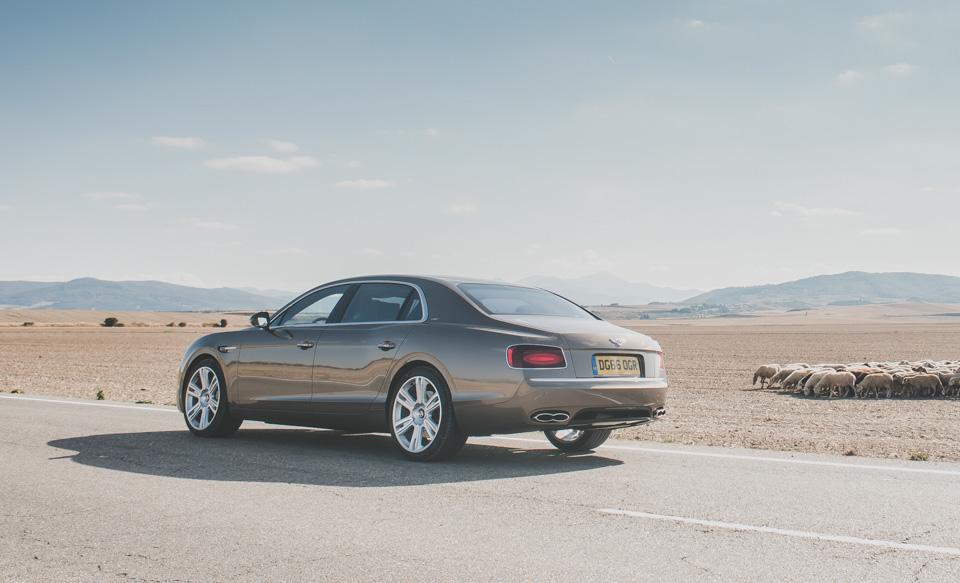 Как повлияла буква Sнатемперамент Bentley Flying Spur V8. Фото 5