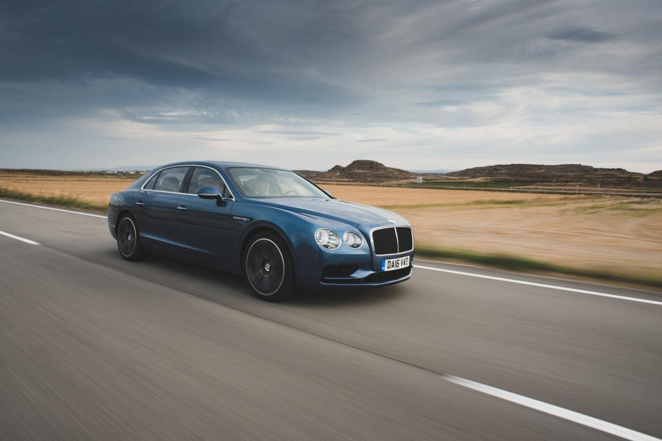 Как повлияла буква Sнатемперамент Bentley Flying Spur V8. Фото 7