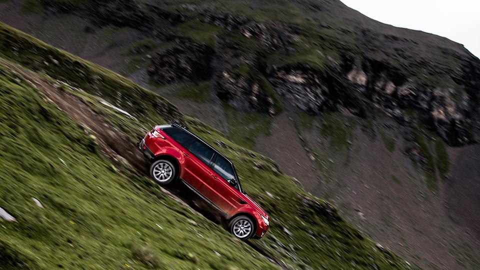Экс-Стиг съехал с15-километрового горнолыжного склона наRange Rover