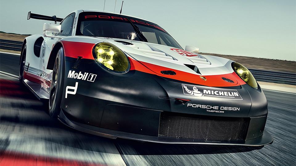Новый Porsche 911 RSR оснастили системой предупреждения оприближающихся машинах