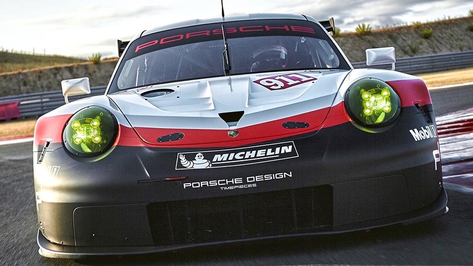 Новый Porsche 911 RSR оснастили системой предупреждения оприближающихся машинах. Фото 2