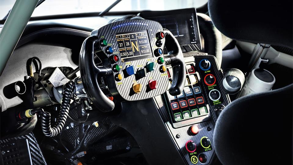 Новый Porsche 911 RSR оснастили системой предупреждения оприближающихся машинах. Фото 3