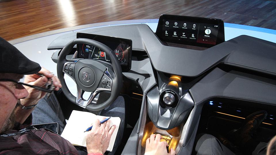 Acura научит беспилотники транслировать движение других машин через приборку