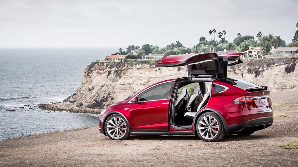 Ускорение электромобиля Tesla Model SP100D будет улучшено спомощью прошивки