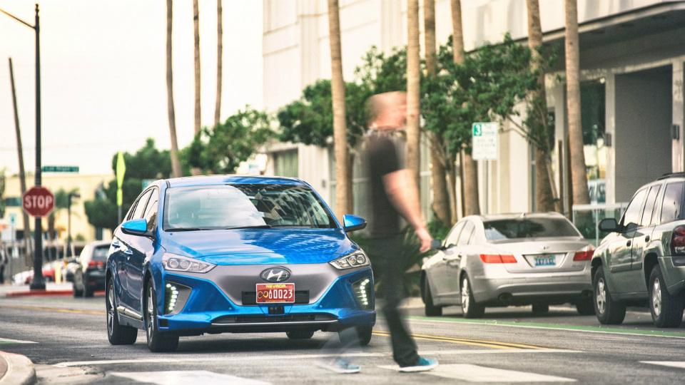 Навыставке CES покажут прототип Hyundai Ioniq савтономным управлением