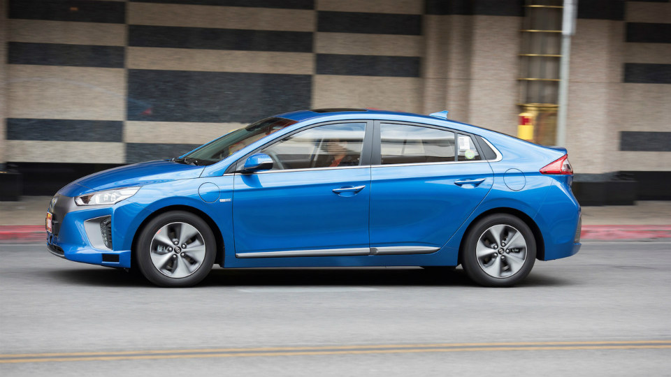 Навыставке CES покажут прототип Hyundai Ioniq савтономным управлением. Фото 1