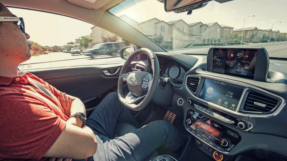 Навыставке CES покажут прототип Hyundai Ioniq савтономным управлением. Фото 2