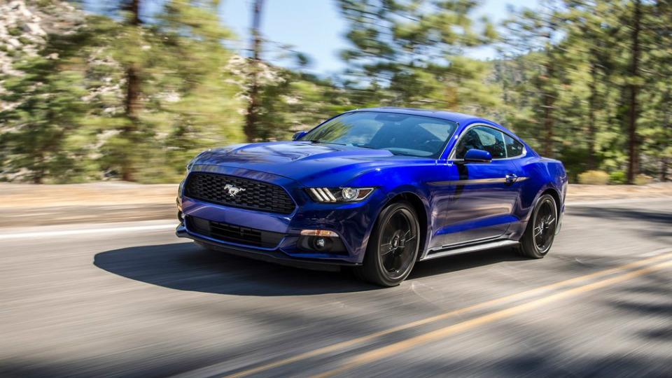 Ford Mustang лишится двигателя V6 после обновления