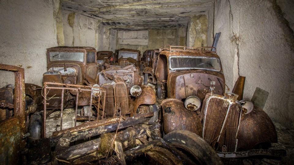 Машины спрятали вподземной каменоломне вначале Второй мировой войны