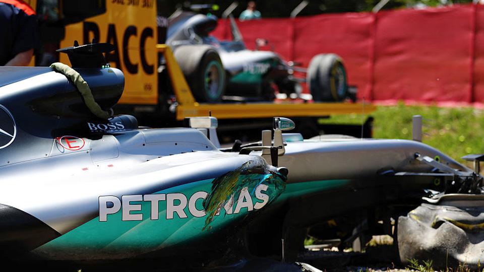 Все трагедии Формулы-1 сезона следующего года объединили водно видео