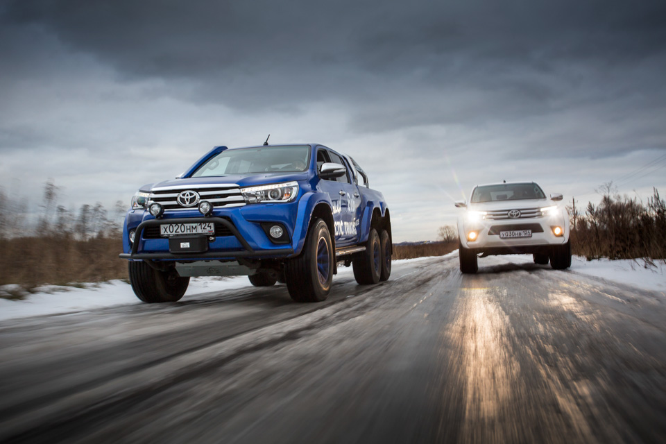 Испытываем «арктические» пикапы Toyota Hilux, укоторых 10 колес надвоих. Фото 3
