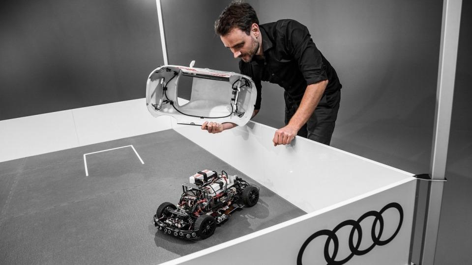 Компания испытает намодели самообучающийся автопарковщик