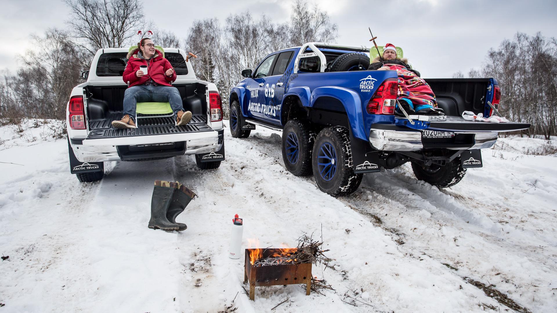 Испытываем «арктические» пикапы Toyota Hilux, укоторых 10 колес надвоих. Фото 5