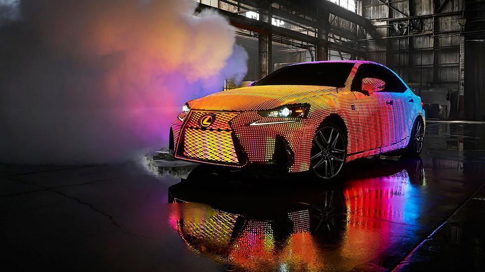 Кузов Lexus ISпокрыли 42 тысячами светодиодов