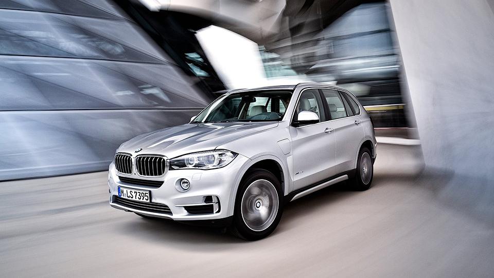 Как можно одновременно разбить 120 новеньких BMW?