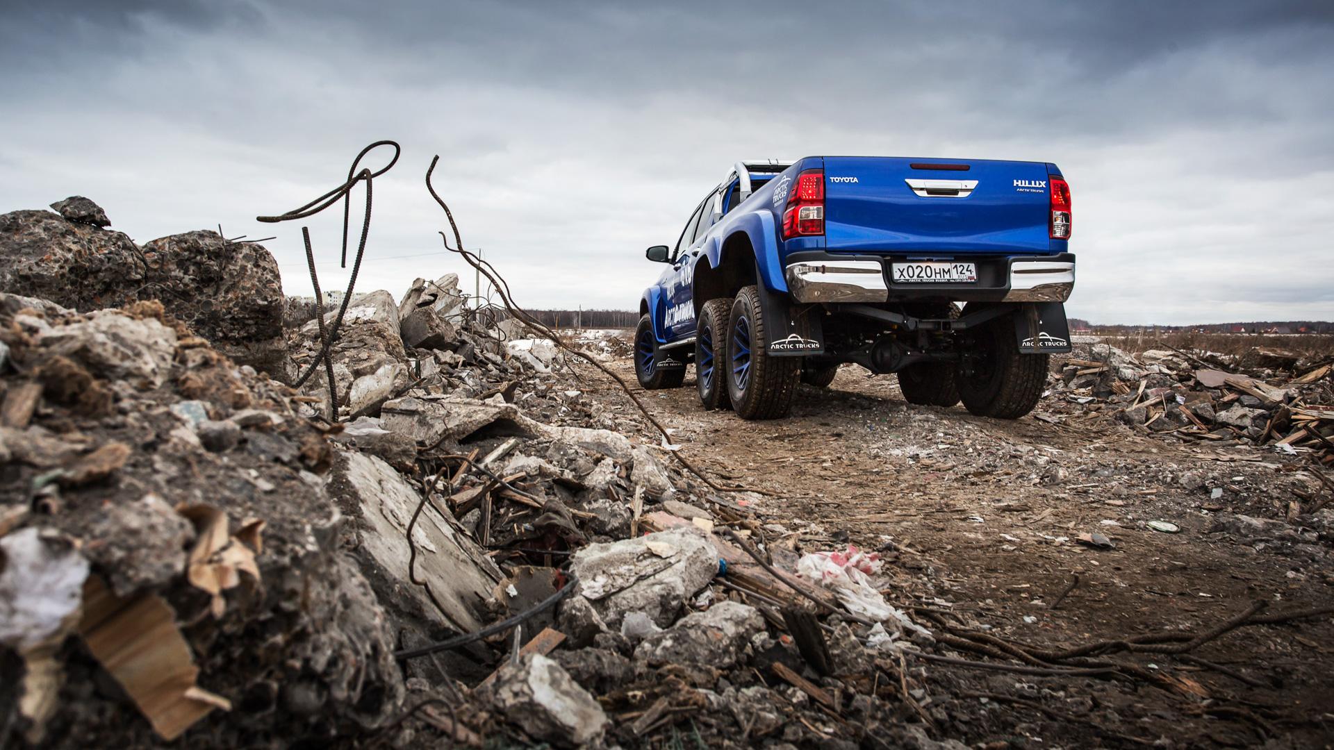 Испытываем «арктические» пикапы Toyota Hilux, укоторых 10 колес надвоих. Фото 6