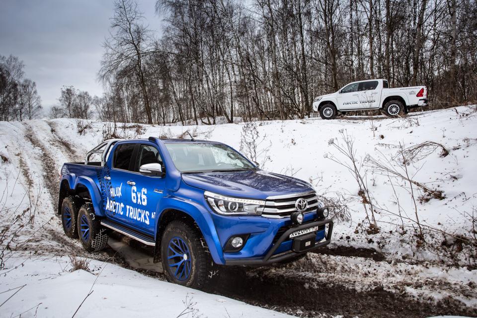 Испытываем «арктические» пикапы Toyota Hilux, укоторых 10 колес надвоих. Фото 7