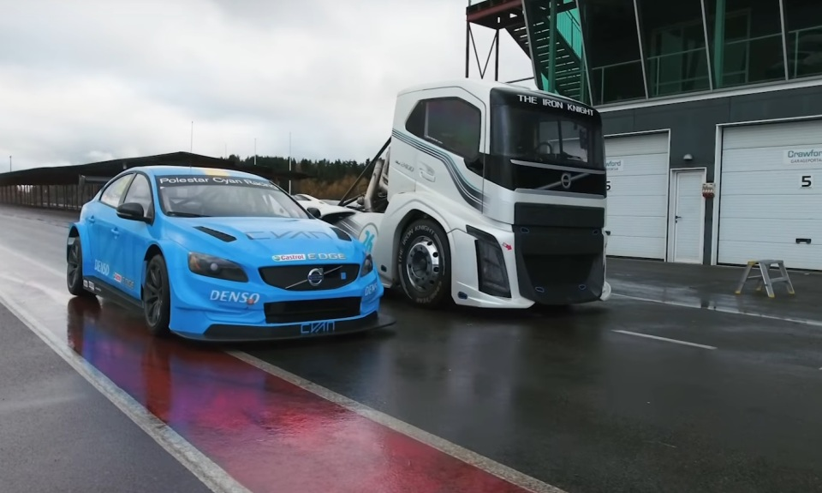 Volvo сравнила натреке седан S60 и2400-сильный грузовик