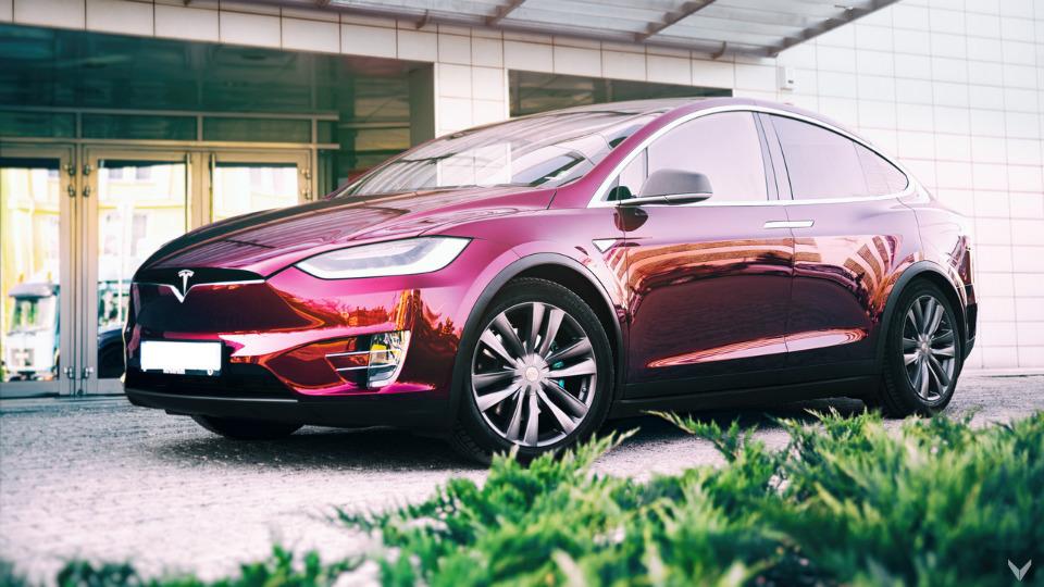 Ателье Vilner доработало кроссовер Tesla Model X. Фото 1