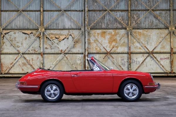 НааукционеRM Sothebys будет выставлен исторический кабриолет Порше 911