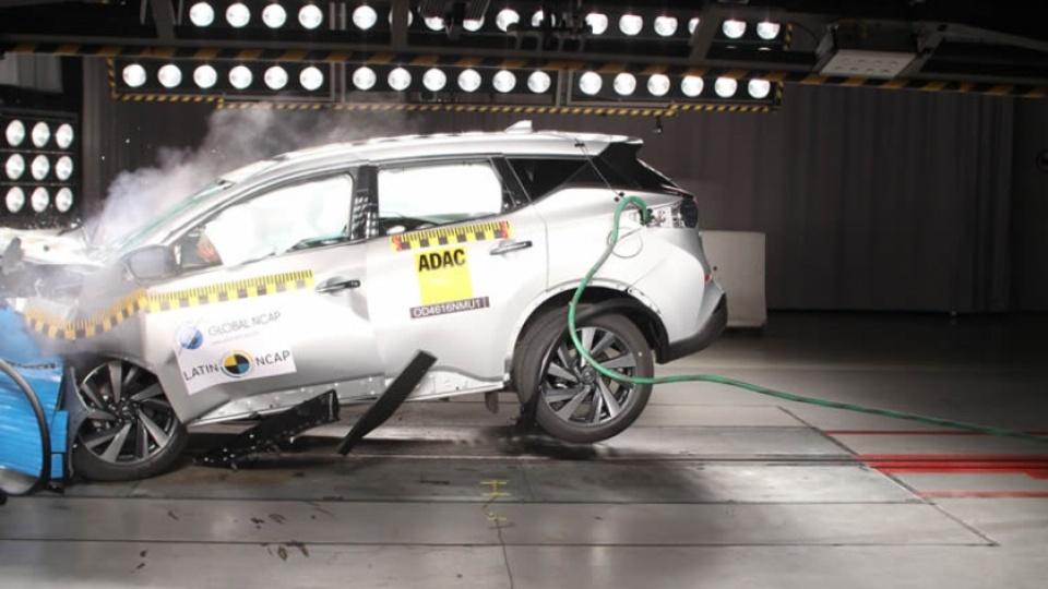Кроссовер Nissan Murano провалил краш-тест