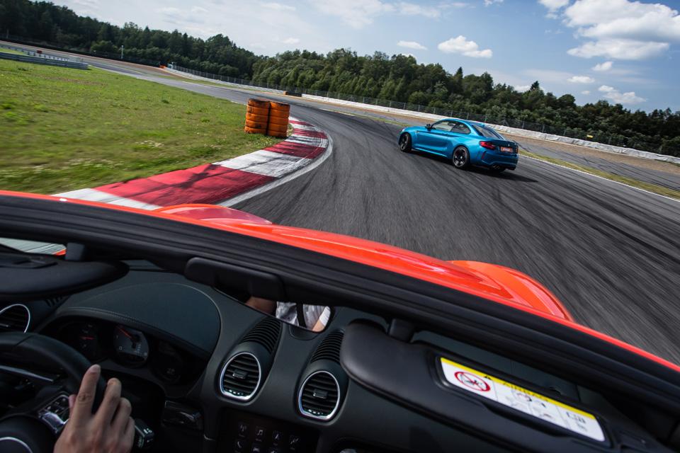 Битва года: Porsche 718 Boxster SvsBMW M2. Фото 10