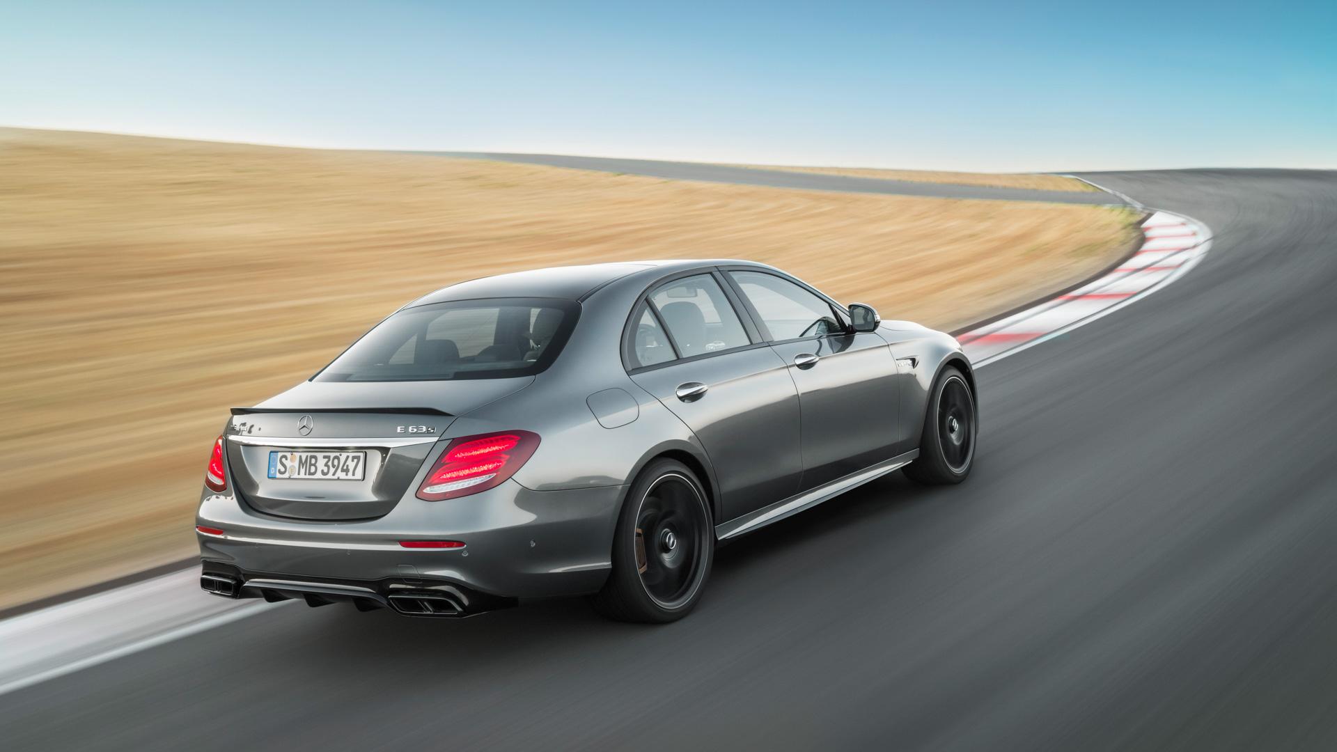 Тест-драйв сверхбыстрого Mercedes-AMG E63 S, который может переключаться сполного привода назадний иобратно. Фото 2