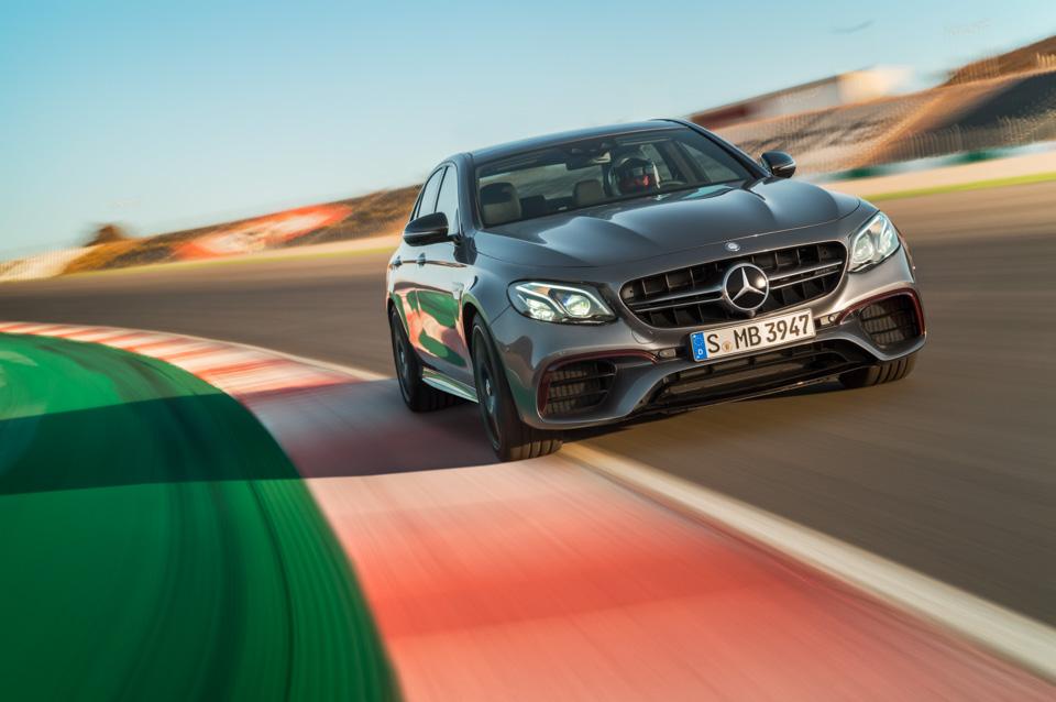 Тест-драйв сверхбыстрого Mercedes-AMG E63 S, который может переключаться сполного привода назадний иобратно. Фото 3