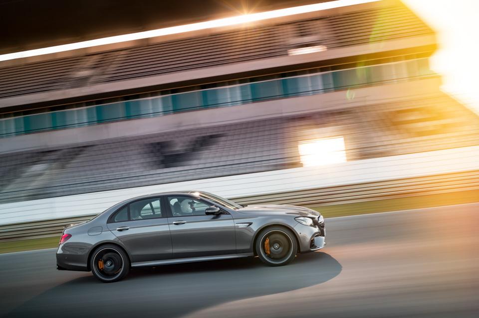 Тест-драйв сверхбыстрого Mercedes-AMG E63 S, который может переключаться сполного привода назадний иобратно. Фото 6