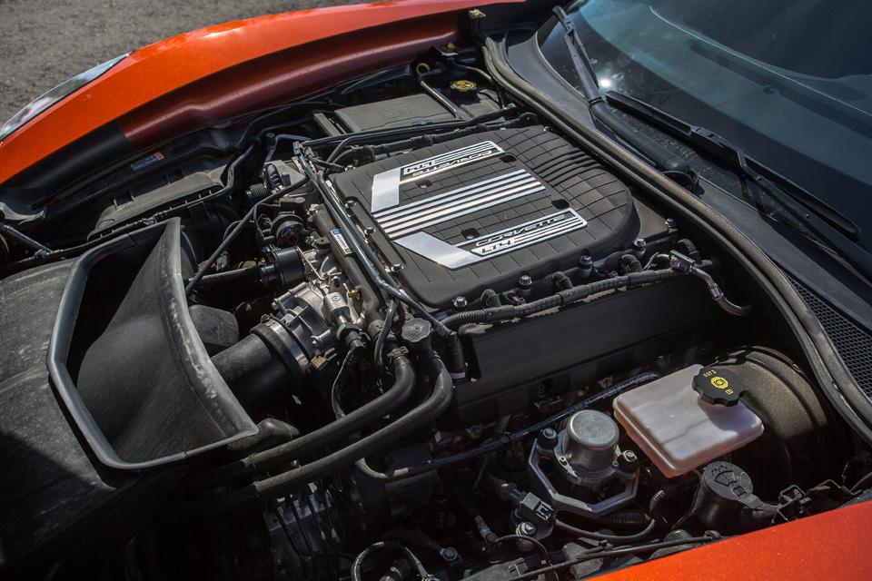Битва года: Jaguar F-Type SVR vsChevrolet Corvette Z06. Фото 10