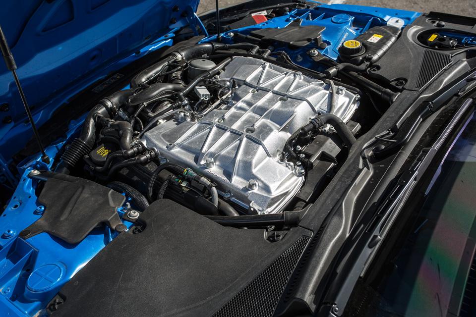 Битва года: Jaguar F-Type SVR vsChevrolet Corvette Z06. Фото 12