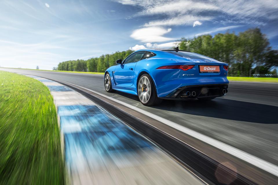 Битва года: Jaguar F-Type SVR vsChevrolet Corvette Z06. Фото 11
