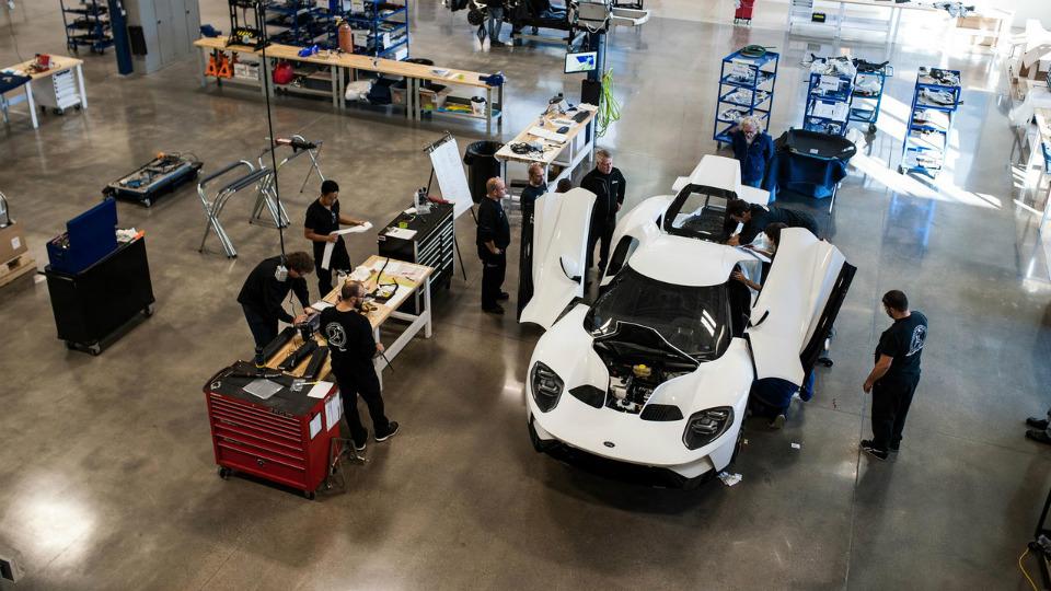 Первые два автомобиля будут переданы владельцам доконца года