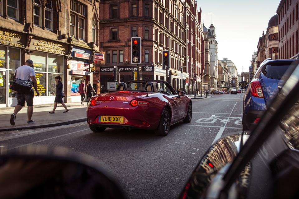 Две Mazda MX-5 исамая опасная икрасивая дорога наземле— трасса Isle ofMan TT. Фото 7