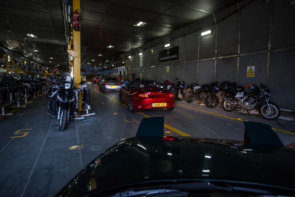 Две Mazda MX-5 исамая опасная икрасивая дорога наземле— трасса Isle ofMan TT. Фото 15
