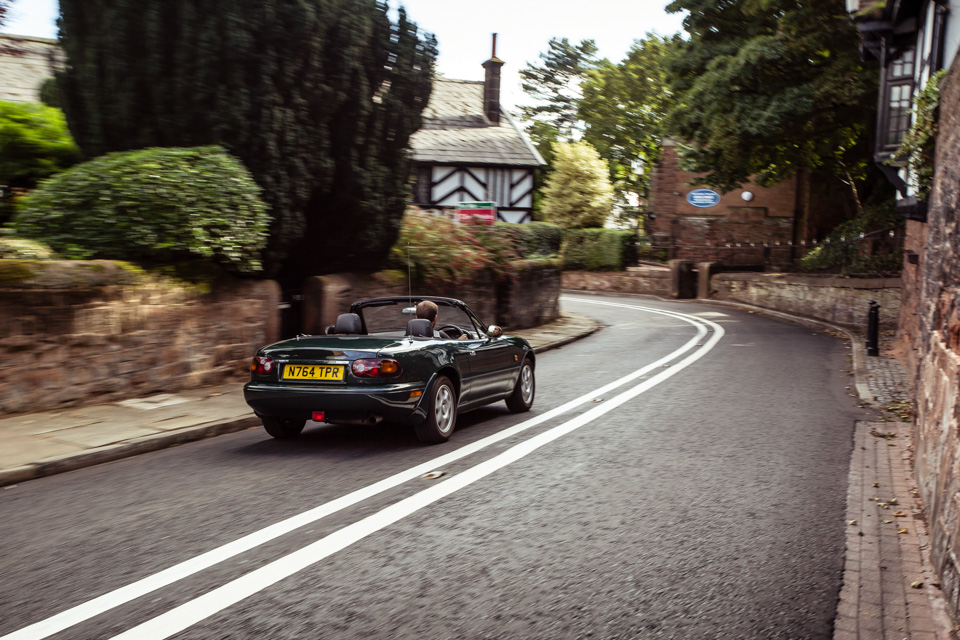 Две Mazda MX-5 исамая опасная икрасивая дорога наземле— трасса Isle ofMan TT. Фото 2