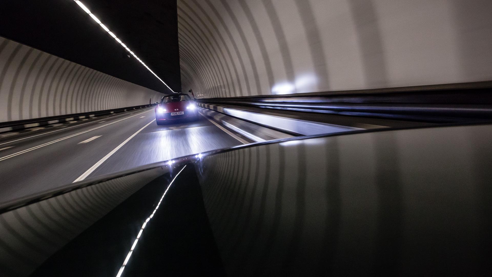 Две Mazda MX-5 исамая опасная икрасивая дорога наземле— трасса Isle ofMan TT. Фото 3